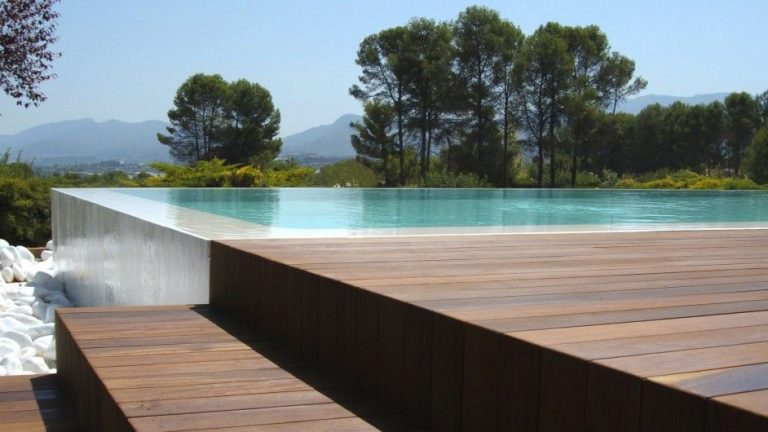 What you need to know before installing a swimming pool